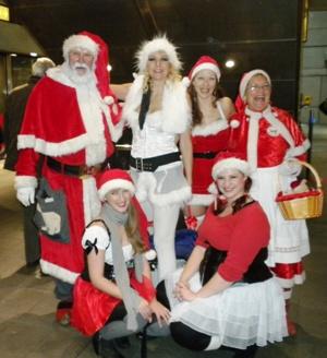Vi ser en masse sjove mennesker i Københavns Metro.